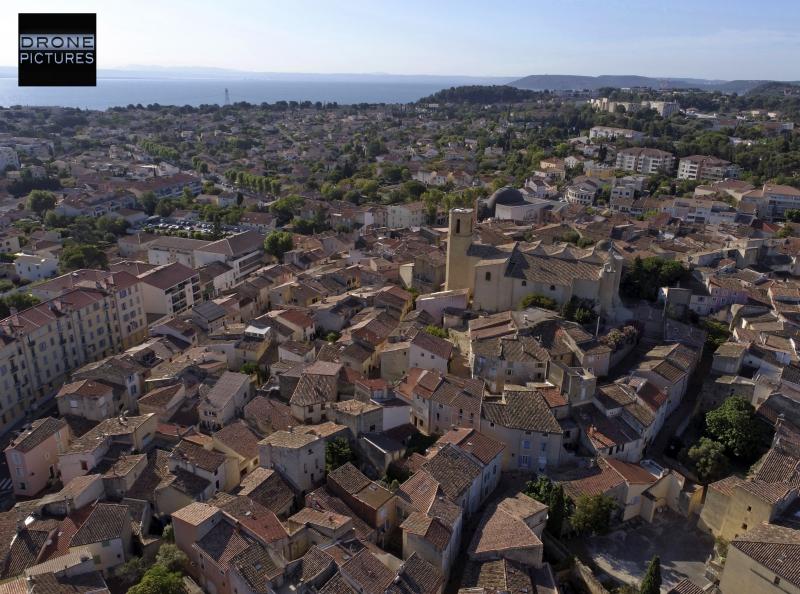 011-Photo aérienne par drone centre historique d'Istres