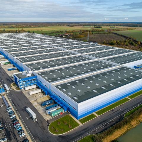 Prises de vues par drone du plus grand entrepôt logistique d'Europe.