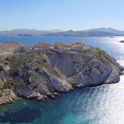 Photo aérienne de Marseille vue depuis l'île du Frioul, vue par drone,  France