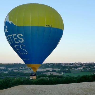 Photo aérienne lors d'un suivi de montgolfiere, Drome, France